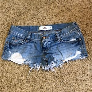 Super cute denim shorts by Hollister